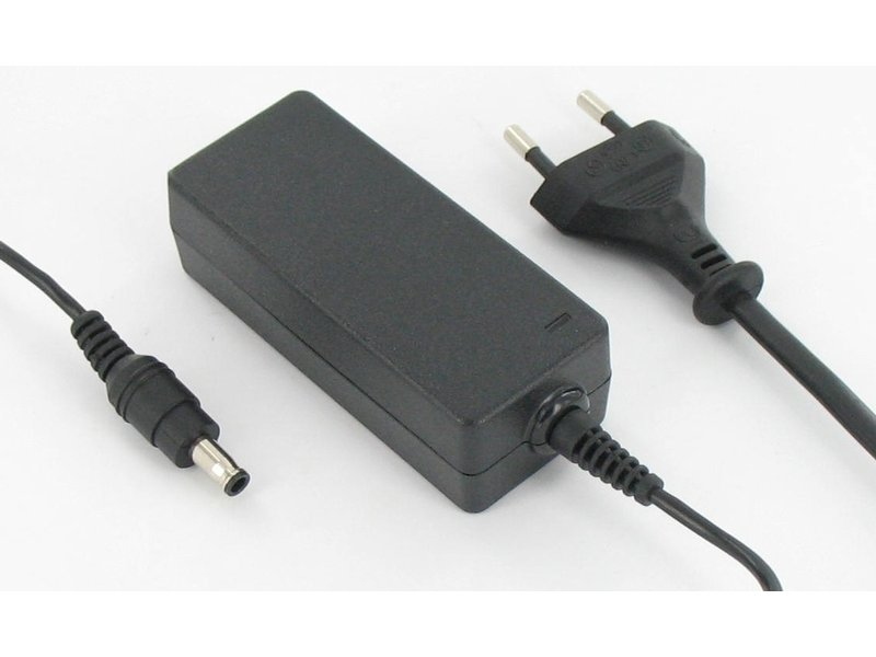 produkt-foto van 'Laptop oplader AC - 19v, max 40w, Blu-Basic, voor o.a. SAMSUNG NC10/N150/N21'